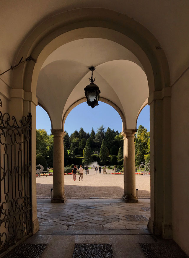 Varese è una città dall'atmosfera tranquilla e con molte ville, facilmente raggiungibile da Milano