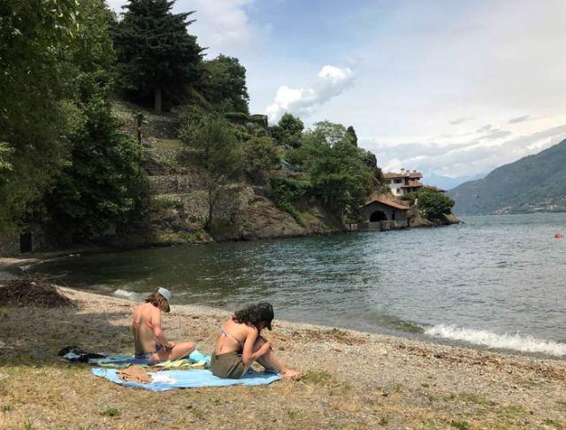 La spiaggia di Rezzonico è uno dei luoghi nascosti del Lago di Como