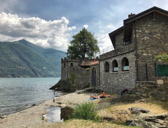 Rezzonico è uno dei posti più belli e sorprendenti del Lago di Como