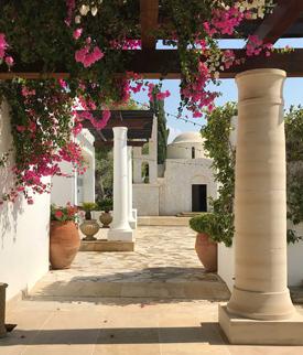Cipro ha bellissimi hotel che possono coccolarti per una vacanza da sogno