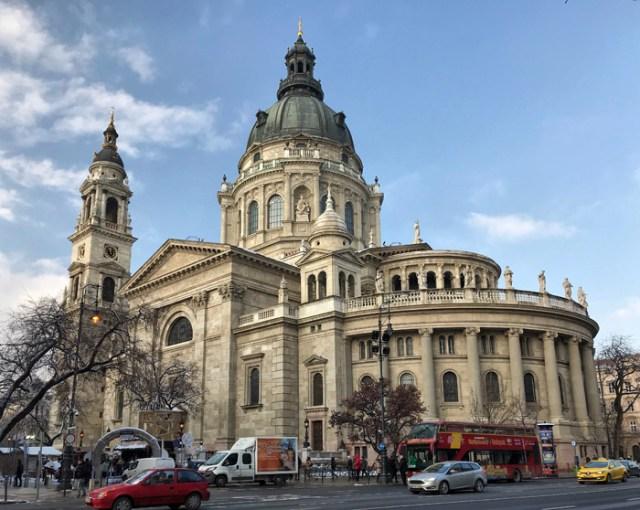 La Basilica di Santo Stefano è uno dei simboli di Budapest: è da visitare!