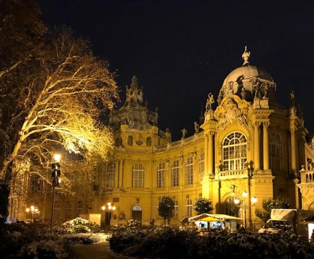 Il Castello Vajdahunyad è una delle cose da vedere a Budapest