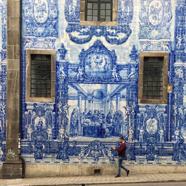 Gli azulejos sono iconici del Portogallo e a Porto ci sono i più belli