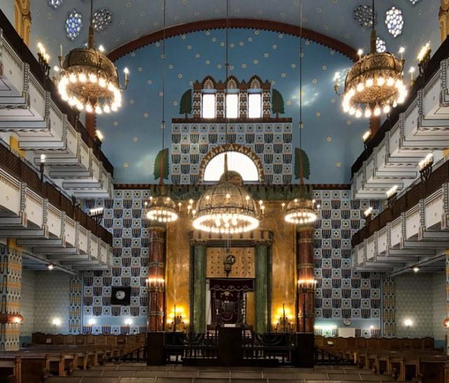 Visitare la Sinagoga Ortodossa nel quartiere ebraico di Budapest è sorprendente
