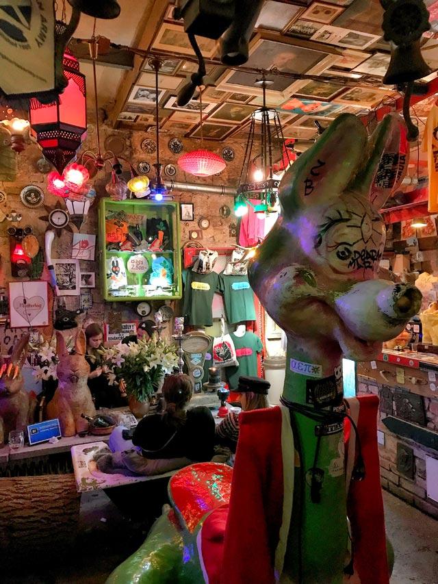 In vacanza a Budapest bisogna andare allo Szimpla Kert, il primo Ruin Pub