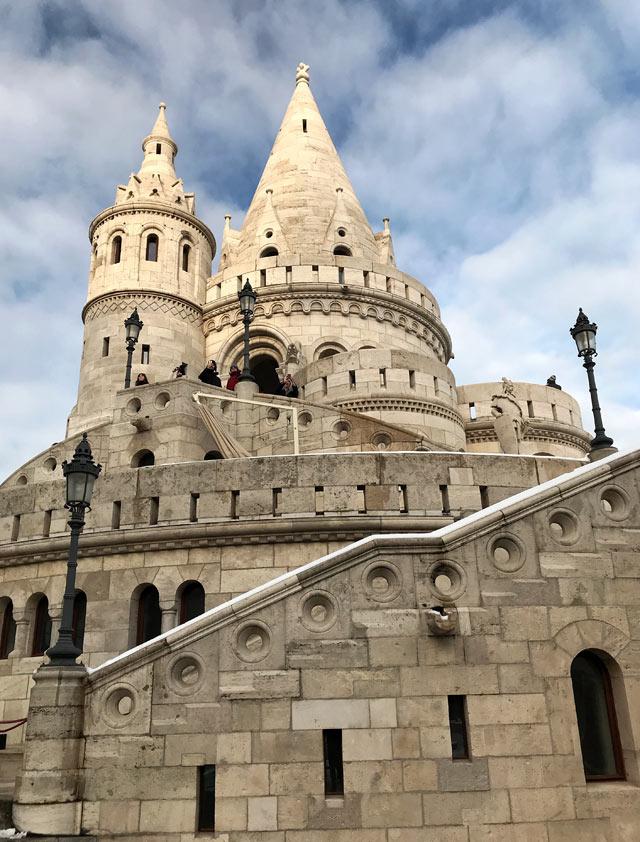 Una cosa da vedere a Budapest è il Bastione dei Pescatori