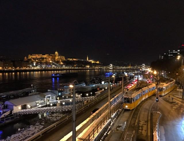 Dal ponte Elisabetta di Budapest si possono ammirare panorami fantastici dal tramonto in poi