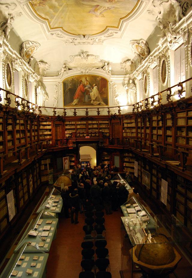 La Biblioteca Classense di Ravenna conserva 800.000 volumi e preziosi manoscritti