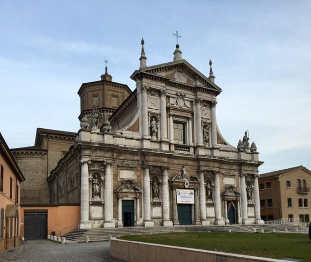 Cosa vedere a Ravenna oltre ai monumenti paleocristiani? Ci sono musei e chiese affascinanti