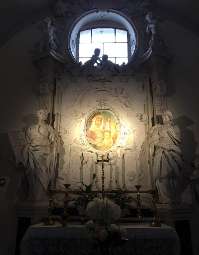 Nella chiesa di Santa Maria Maggiore a Ravenna non sono rimaste traccia di mosaici antichi