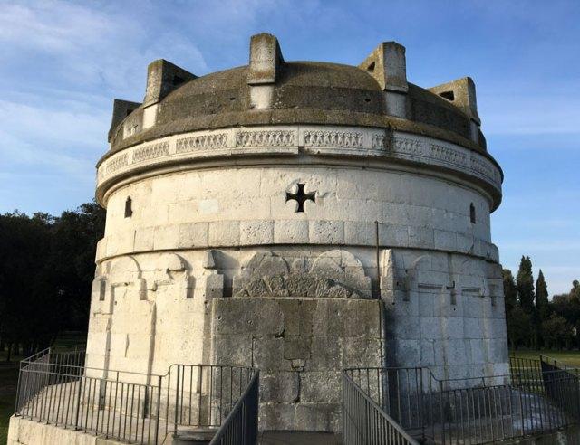 Il Mausoleo di Teodorico è l'eccezionale tomba del re dei Goti che si trova a Ravenna