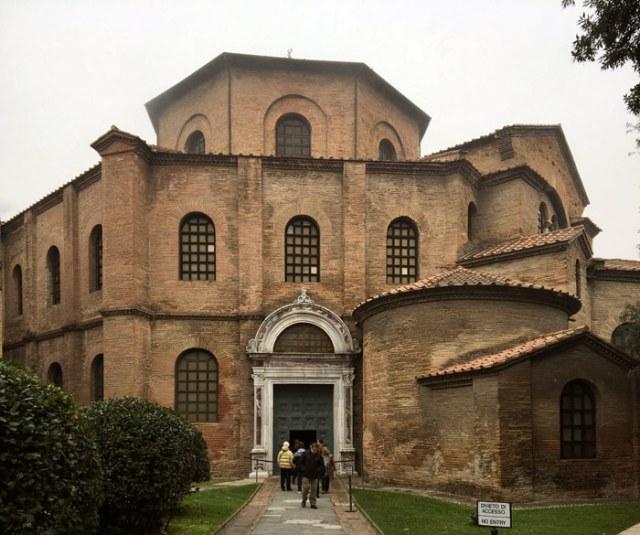 La Basilica di San Vitale è il capolavoro di Ravenna, chiesa bizantina Patrimonio Unesco