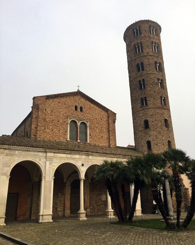 Sant'Apollinare Nuovo a Ravenna è la chiesa capolavoro del regno goto di Teodorico
