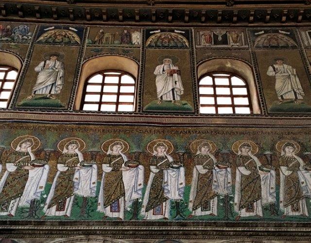 La processione di martiri rende unica la Basilica di Sant'Apollinare Nuovo a Ravenna