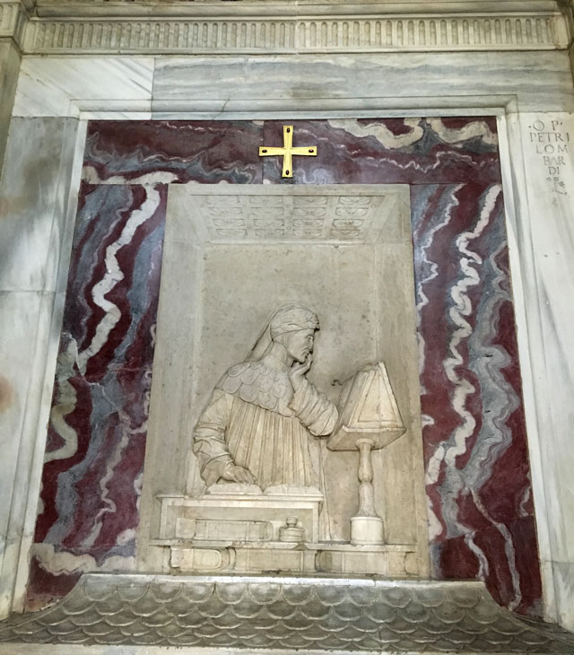 Cosa vedere a Ravenna? La Tomba di Dante, col bassorilievo rinascimentale di Pietro Lombardo