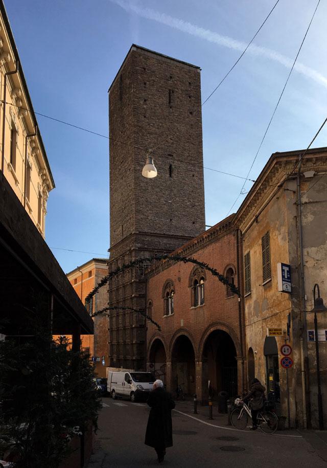 La Torre Civica di Ravenna era una torre gentilizia medievale usata poi per l'avvistamento