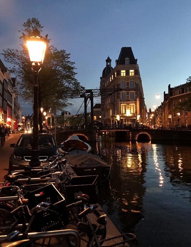 L'Aluminiumbrug è in un punto meraviglioso dei canali di Amsterdam