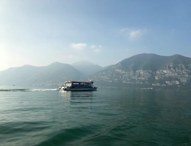 Il modo migliore per esplorare il Lago d'Iseo è fare un giro in battello
