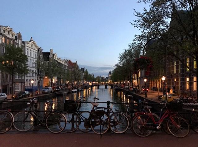 Amsterdam nell'ora blu è magica da visitare e da fotografare