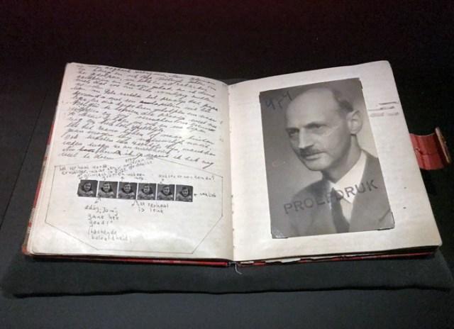 Il diario di Anna Frank manoscritto è esposto nella Casa di Anna Frank a Amsterdam