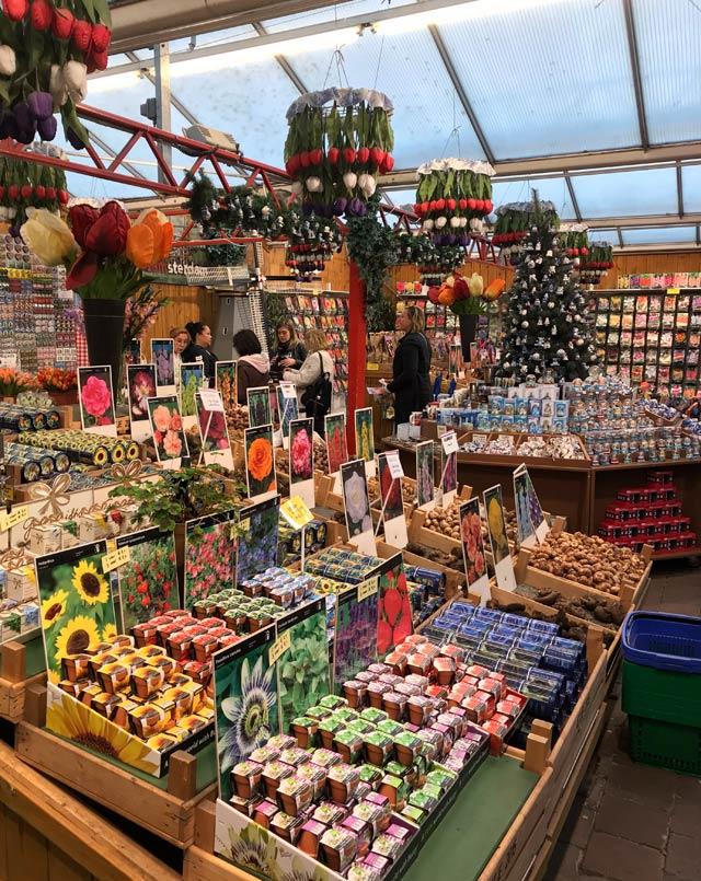 Il Bloemenmarkt, il marcato galleggiante dei fiori, è una delle cose da vedere a Amsterdam