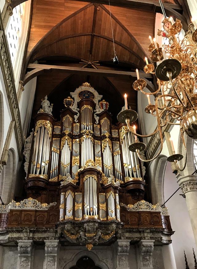 La Oude Kerk (Chiesa Vecchia) è il più antico edificio di Amsterdam