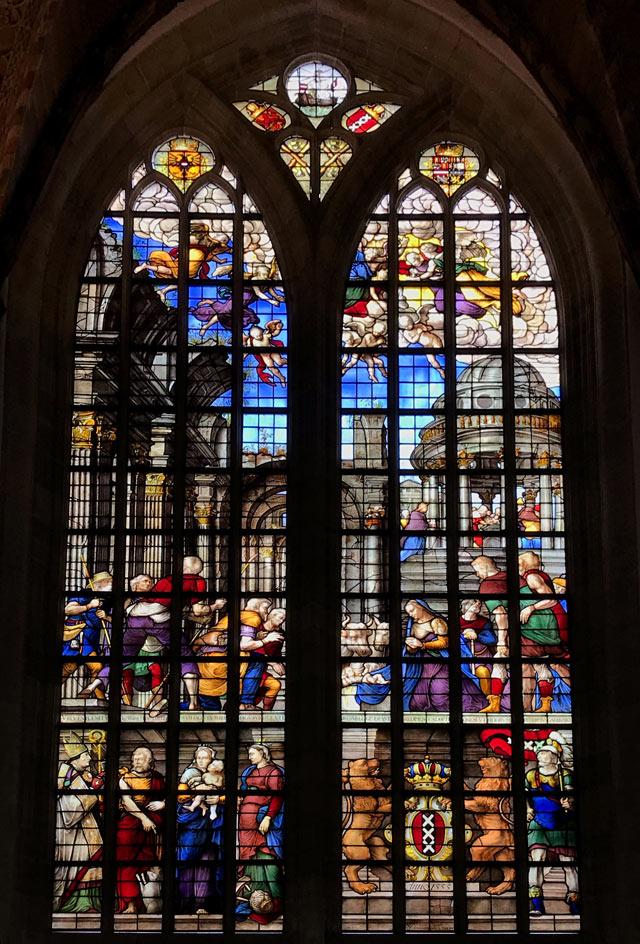 La Oude Kerk (Chiesa Vecchia) è il più antico edificio di Amsterdam, del 1306