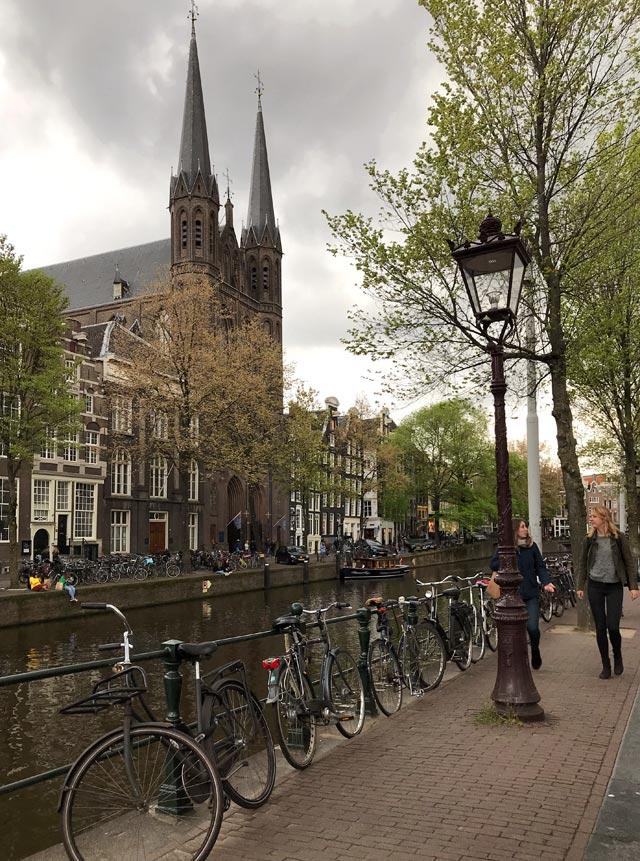 De Krijtberg è la chiesa gesuita di Amsterdam, in stile neogotico molto decorato