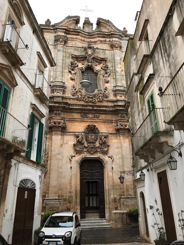 La chiesa di San Domenico di Martina Franca è un maestoso esempio barocco della Puglia