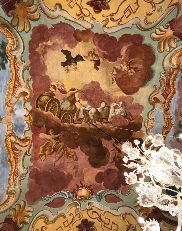 Il Carro del Sole è rappresentato nella Sala del Mito del Palazzo Ducale di Martina Franca