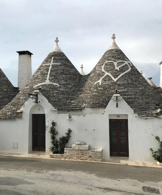 I trulli di Alberobello sono il simbolo della Puglia: sono una costruzione semplice e senza malta