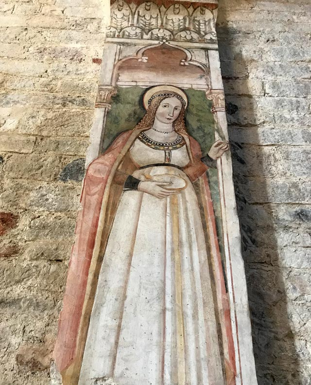 La chiesa di Sant'Andrea apostolo in stile romanico è da vedere a Toscolano Maderno