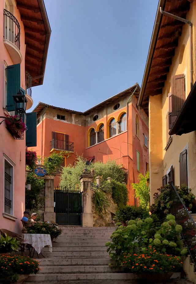 Gardone di Sopra è la parte più bella di Gardone Riviera, uno dei borghi più belli d'Italia
