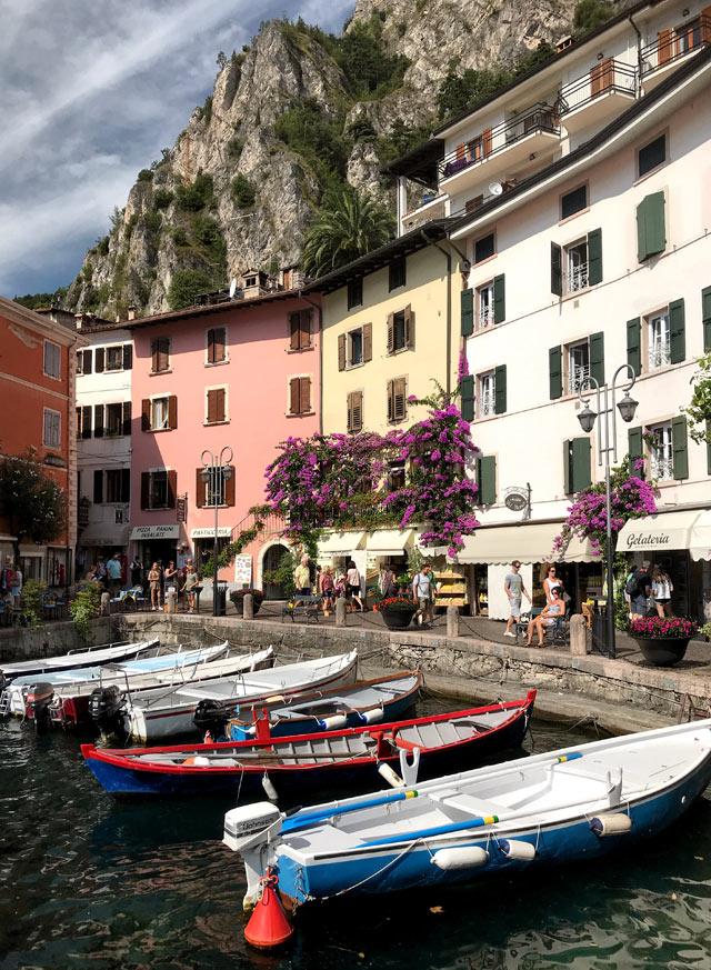 Il porto vecchio è il cuore del bellissimo borgo di Limone del Garda