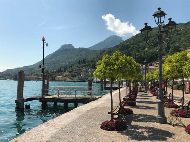 Il Lungolago di Gargano sul Lago di Garda è magnifico e pieno di colori