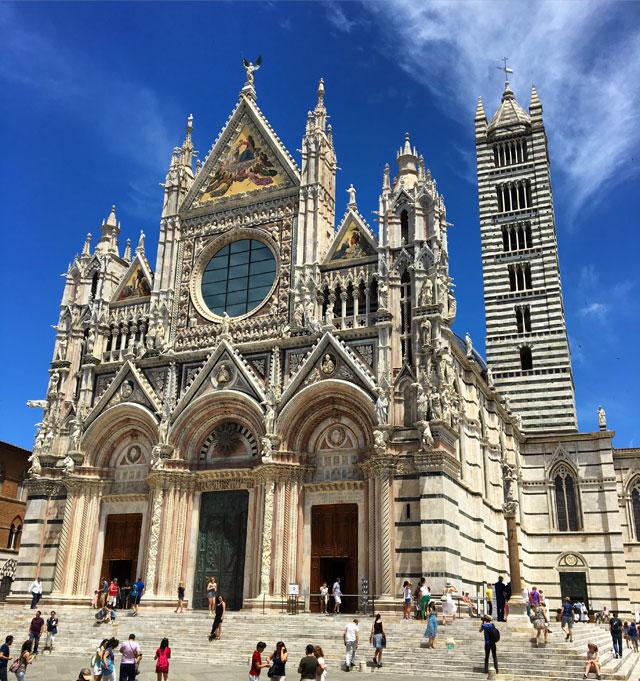 Il Duomo di Siena è un capolavoro in stile romanico-gotico: da visitare assolutamente