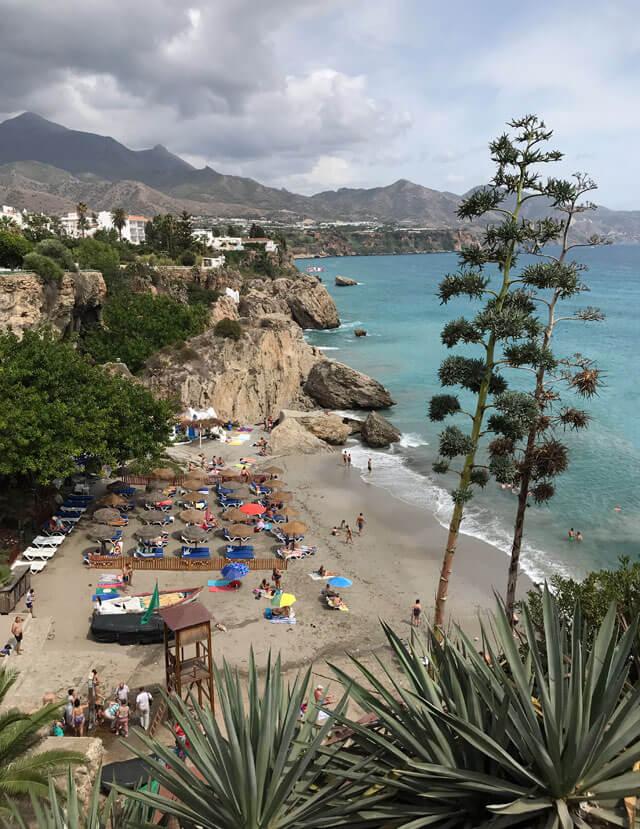 Malaga e la Costa del Sol hanno spiagge magnifiche come a Nerja