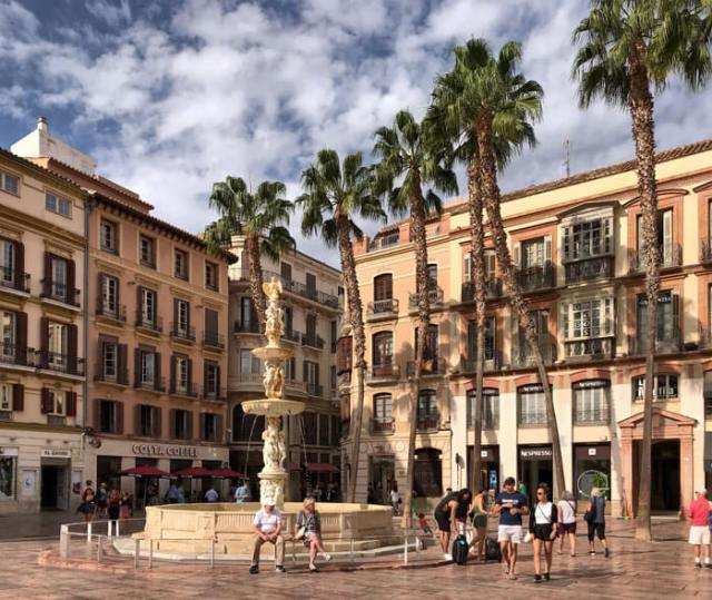Plaza de la Constitución è una vivace piazza nel centro di Malaga