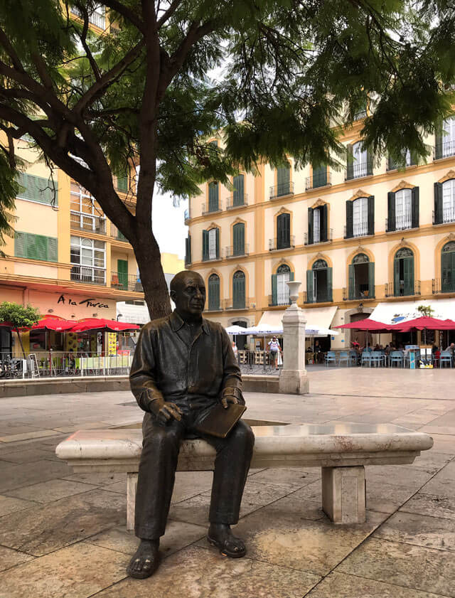 La statua di Picasso in Plaza de la Merced celebra il più famoso cittadino di Malaga