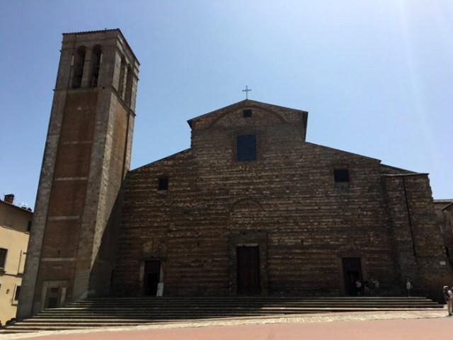 Il Duomo di Montepulciano in Piazza Grande ha la facciata incompiuta