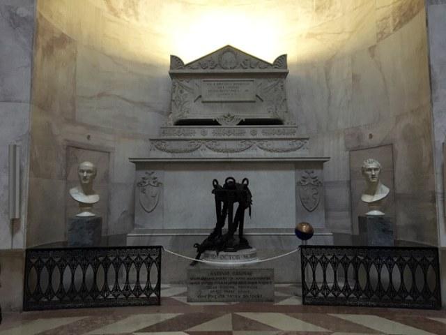 La tomba di Antonio Canova si trova nel Tempio Canoviano a Possagno, in Veneto