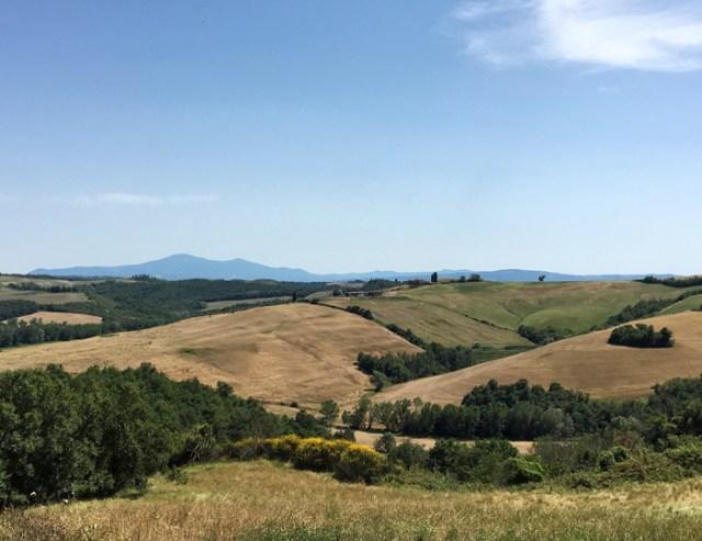 La Val'Orcia in Toscana ha paesaggi straordinari regalati dalle colline Patrimonio Unesco dal 2004