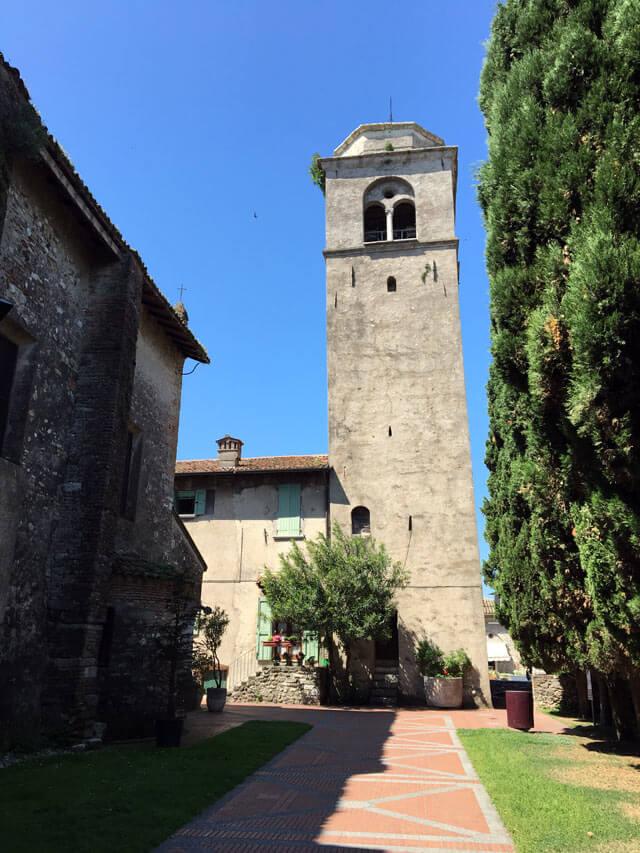 La chiesa di Santa Maria della Neve è da vedere visitando Sirmione