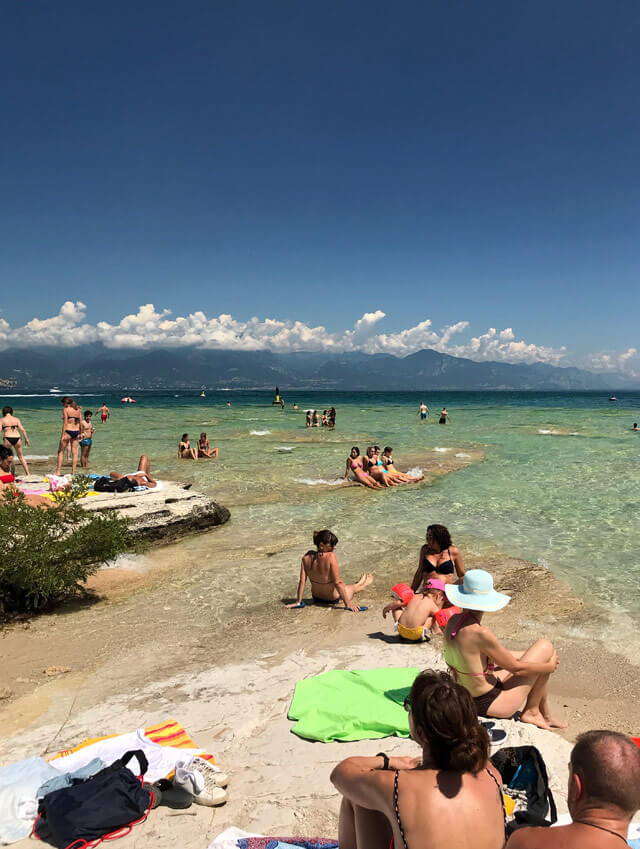 Cosa fare a Sirmione in estate? Andare alla Jamaica Beach