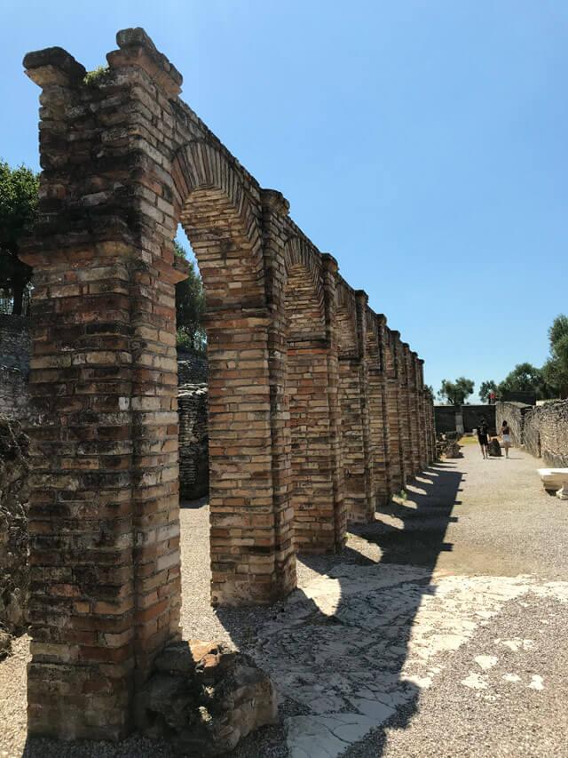 Cosa vedere a Sirmione? Le Grotte di Catullo, villa romana più bella del Nord Italia