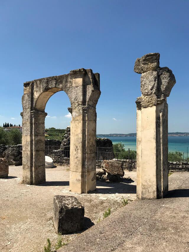 Cosa vedere a Sirmione? Le Grotte di Catullo, la villa romana più bella del Nord Italia