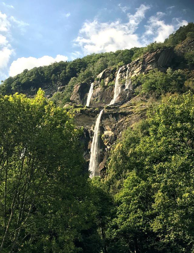 Le cascate dell'Acquafraggia sono una delle attrazioni della Valchiavenna in Lombardia