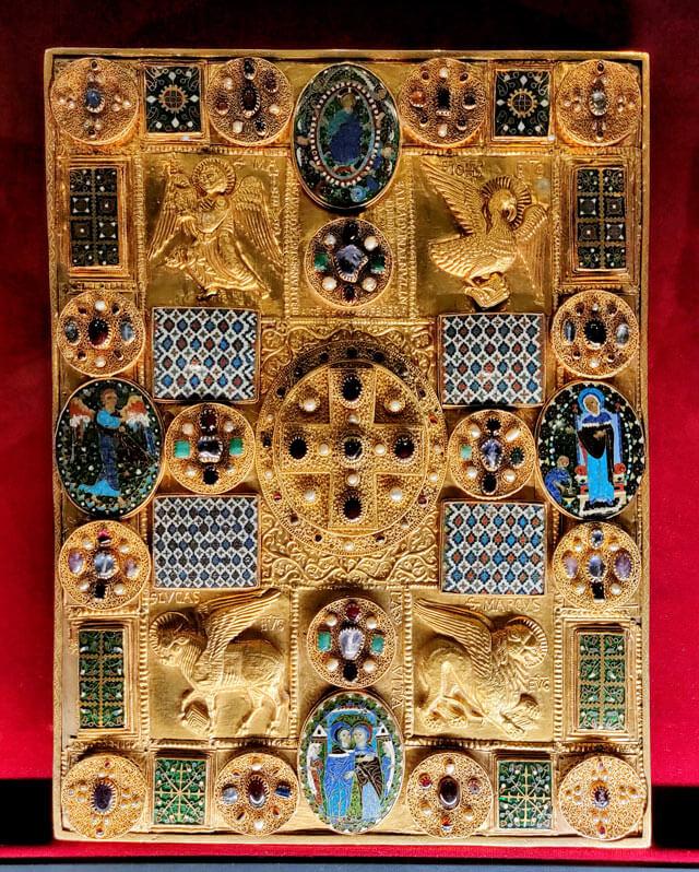 La Pace di Chiavenna è un capolavoro d'arte orafa custodito al Museo del Tesoro di Chiavenna
