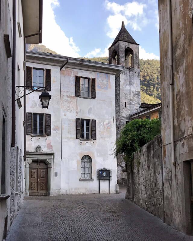 Il Palazzo Pretorio con gli stemmi dei pretori si