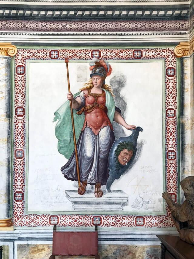 Palazzo Vertemate Franchi in Valchiavenna ha sale affrescate con miti greci